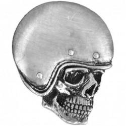 Pin calavera con casco liso